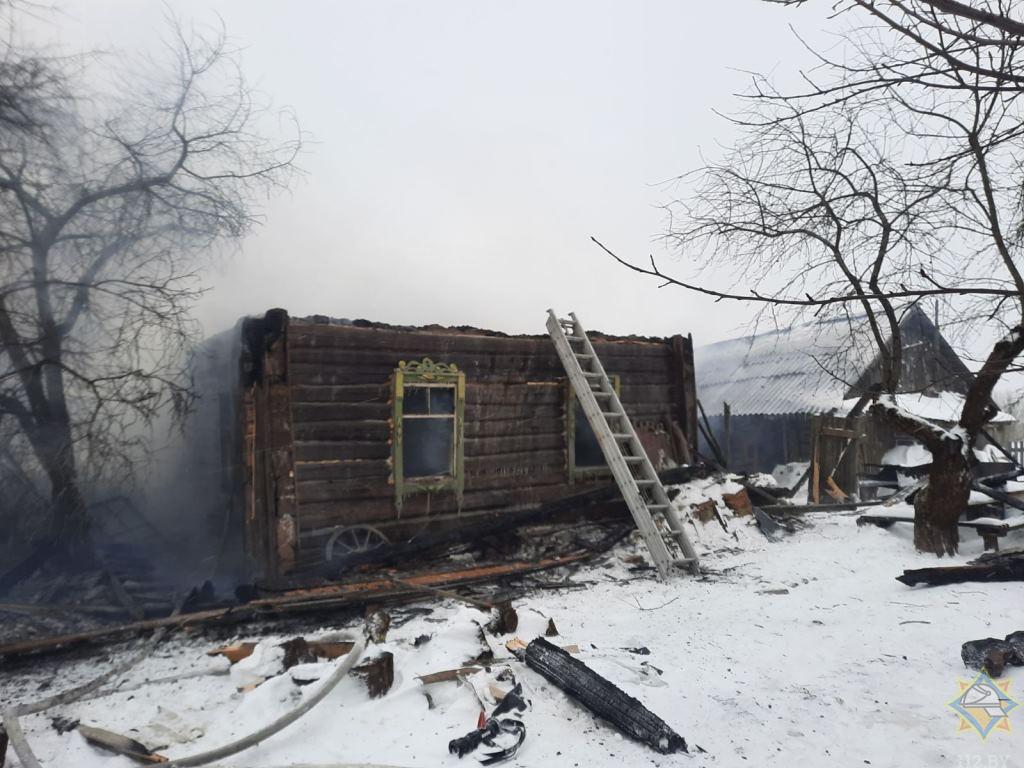 Два дома сгорело в Толочинском районе, погибли два человека