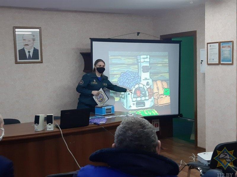 Спасатели напомнили правила безопасности работникам организаций и предприятий Толочинского района